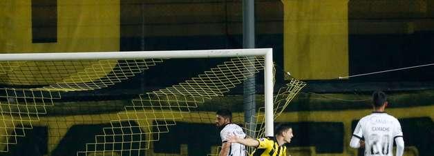 Corinthians é goleado pelo Peñarol e cai na Sul-Americana