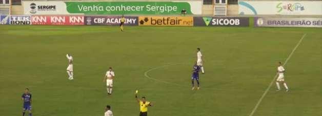 CRUZEIRO: Adriano recebe vermelho após matar contra-ataque do Confiança