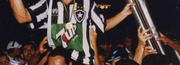 Túlio Maravilha vai virar estátua no Estádio Nilton Santos, do Botafogo