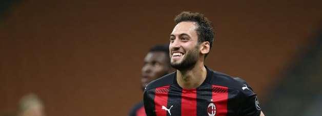 Calhanoglu está próximo de trocar Milan por Inter de Milão
