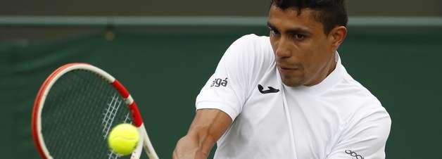 Thiago Monteiro cai logo na estreia em Wimbledon