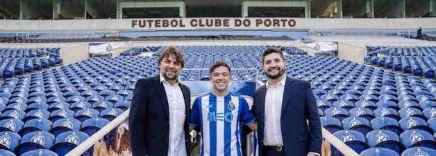 Ex-Grêmio, Pepê é apresentado no Porto e diz: 'Vou ser muito feliz aqui'