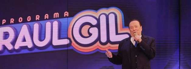 Ele está de volta! Raul Gil se emociona com retorno ao SBT