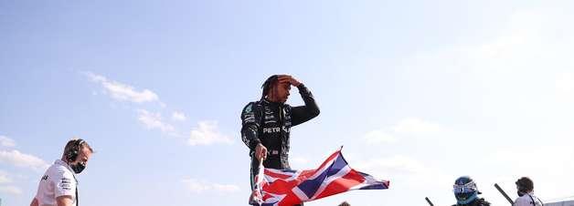"""Mercedes vê Hamilton """"seguir regras"""" em luta com Verstappen"""