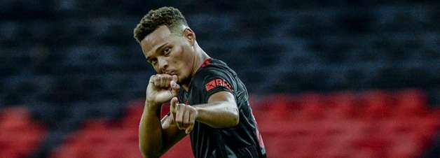 Após recusa do Flamengo, clube inglês volta à carga e prepara nova oferta por Rodrigo Muniz
