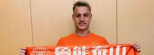 Corinthians segue no aguardo por Roger Guedes e não irá se envolver em rescisão na China