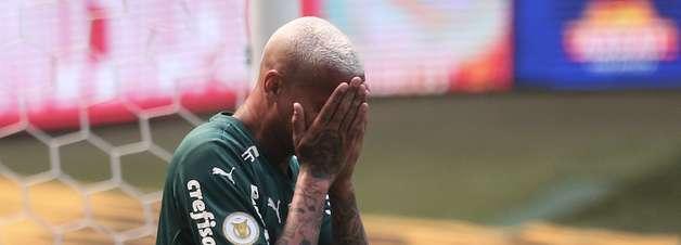 Palmeiras leva gol de corintiano e perde do Cuiabá em casa