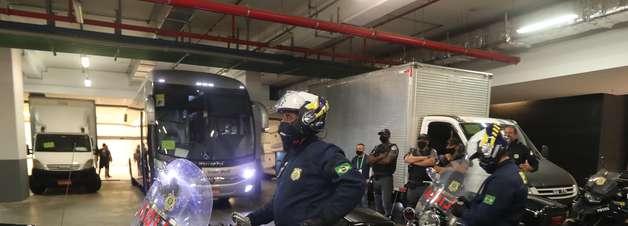 Argentina deixa estádio e vai direto para o aeroporto