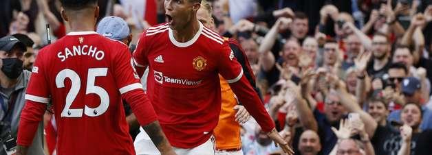 CR7 reestreia com dois gols em goleada do Manchester United