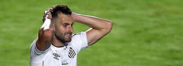 Santos empata sem gols com Bahia, em estreia de Carille