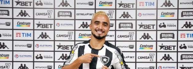 Emocionado, Rafael festeja oportunidade de defender Botafogo