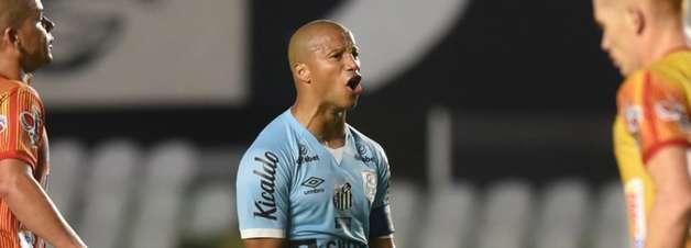 Sem Sánchez, Tardelli e Balieiro, Santos divulga relacionados
