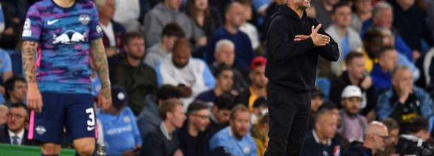 Guardiola reclama de público baixo do Manchester City na Champions, mas ouve críticas de torcedores