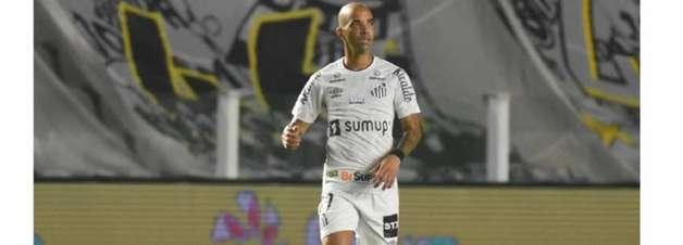 Tardelli cogitou deixar o Santos, mas deve jogar no domingo