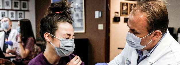 Ministério da Saúde volta atrás e recomenda vacinação de adolescentes