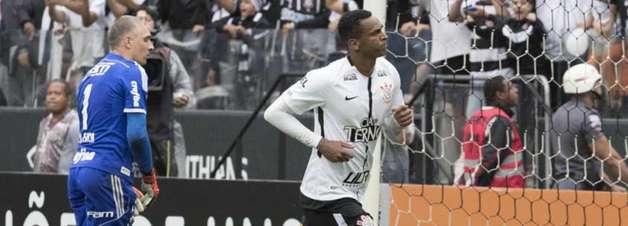Jô disputou seu primeiro Dérbi pelo Corinthians há mais de 17 anos