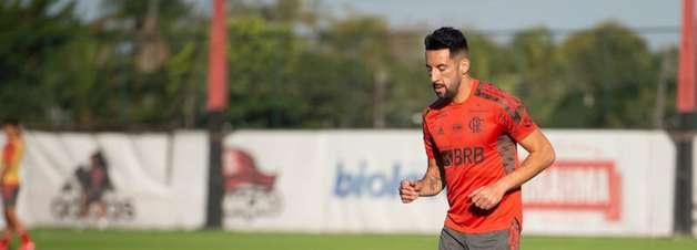 Renato Gaúcho comenta críticas a Isla, do Flamengo, e exalta jogador: 'Ele é querido pelo grupo'
