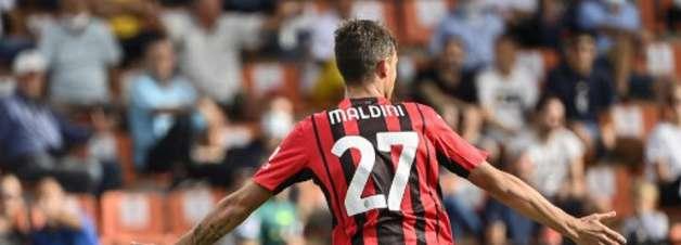 Maldini marca e Milan derrota o Spezia pelo Campeonato Italiano