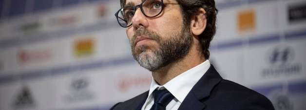 Juninho Pernambucano é punido na França após confusão com arbitragem em jogo do Lyon