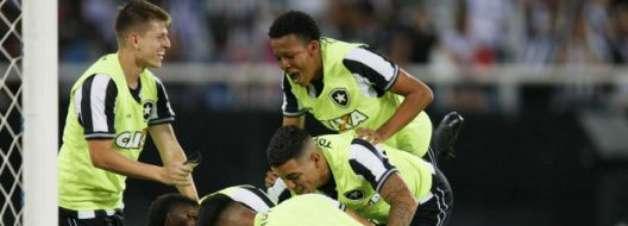 Veja os melhores momentos da vitória do Botafogo sobre o Corinthians