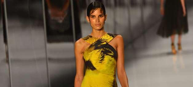 Lenny encerra Fashion Rio com moda praia sofisticada