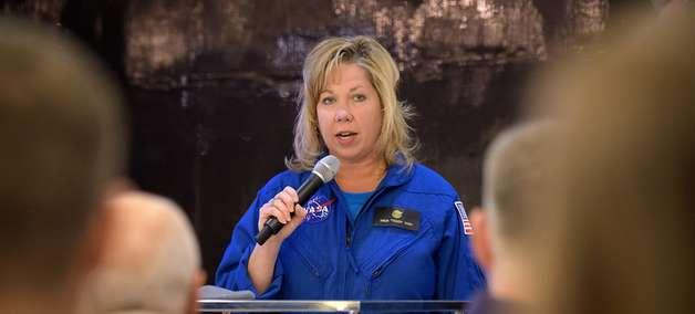 Nasa agenda primeira caminhada espacial só com mulheres