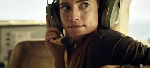 Pesadelo nas Alturas: Allison Williams precisa pilotar avião em trailer de filme de desastre