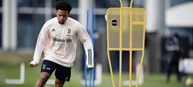 Pirlo elogia McKennie e diz que norte-americano está 'mais profissional' na Juventus