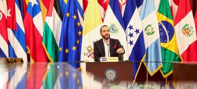 Enviado americano a El Salvador recebe pedido para restaurar ordem constitucional
