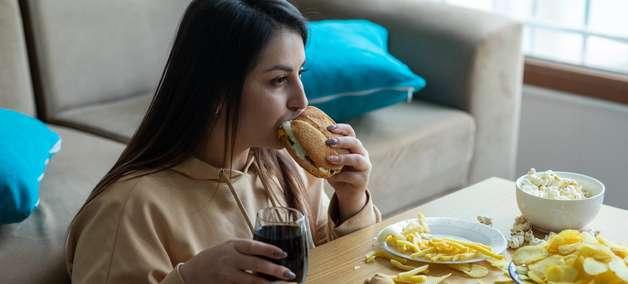 Por que você está comendo sem parar?