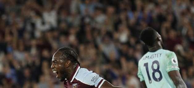 West Ham goleia Leicester por 4 a 1 e lidera Premier League