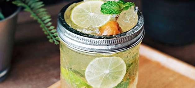 Drink de saquê com limão para alegrar a sua sexta!