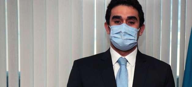 PF afasta delegado de área que investiga filho de Bolsonaro