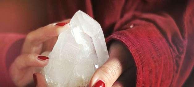 Cristaloterapia: entenda como funciona a terapia com cristais