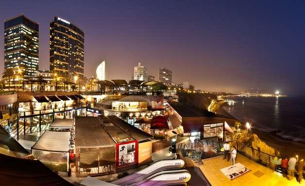 Shopping Larcomar tem lojas sofisticadas e vista magnífica