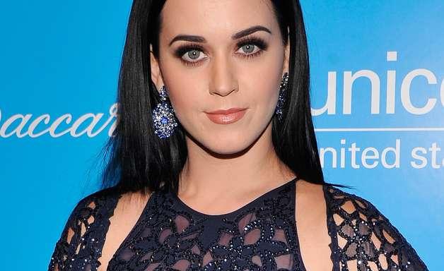 Katy Perry assina contrato para nova fragrância
