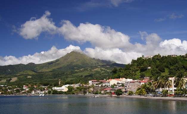 Trilha em vulcão é ponto turístico de St. Eustatius