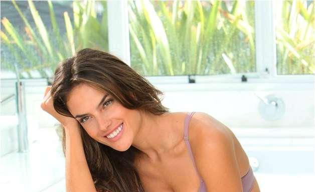 Alessandra Ambrosio estrela campanha de depiladores