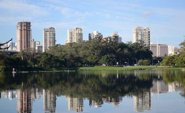 Parque do Ibirapuera é oásis verde em São Paulo
