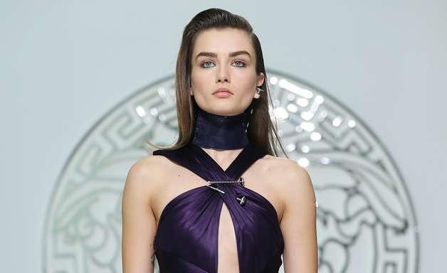 Versace leva fendas e decotes à semana de moda de Milão