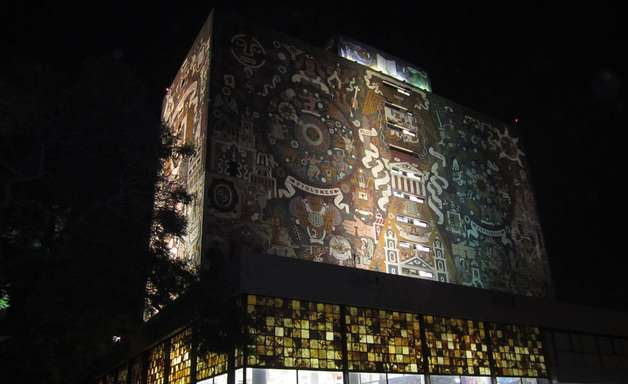 Universidade é decorada com obras-primas da arte mexicana