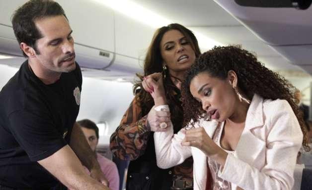 """'Salve Jorge': Sheila é """"presa"""" no avião a caminho da Turquia"""