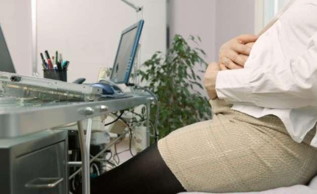 Pés inchados na gravidez: saiba motivos e como tratar