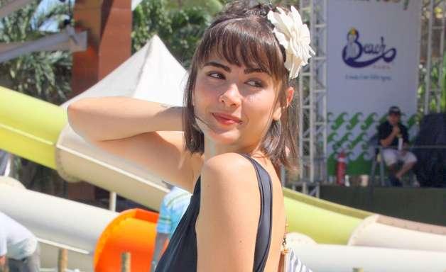 Atriz de 'Amor à Vida' e famosos conferem novidade de parque aquático