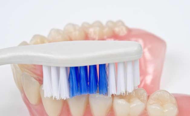 Los tres principales consejos para cuidar de la prótesis dental