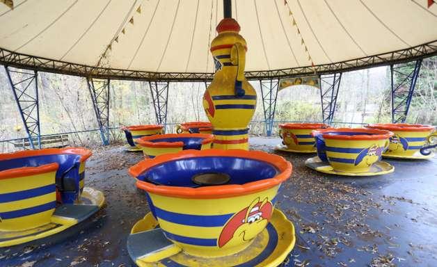 Parque de diversões da Alemanha Oriental atrai curiosos da Guerra Fria