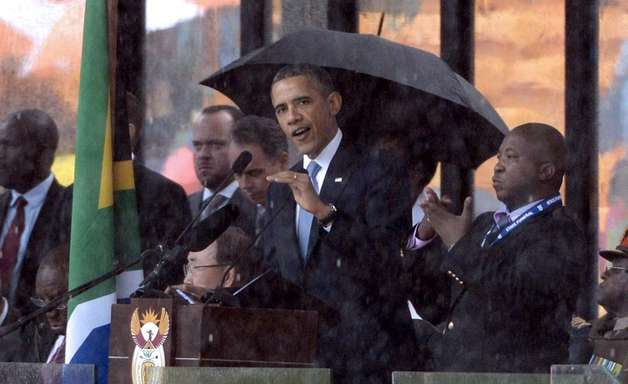 """Intérprete """"impostor"""" da cerimônia de Mandela já foi acusado de assassinato"""