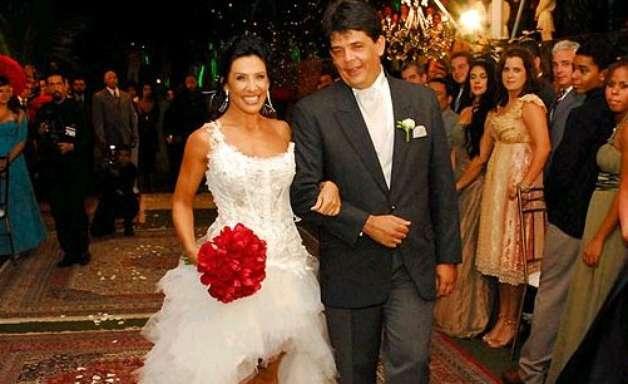 Nas novelas ou vida real, noivas famosas apostam em vestidos curtos
