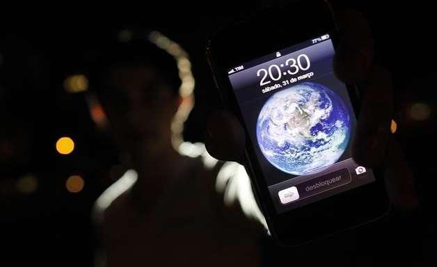 Brasil chega a 275,7 milhões de linhas de celular em junho