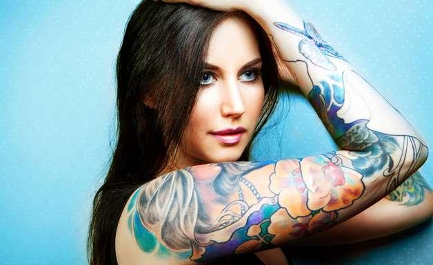 Remover casquinhas dificulta a recuperação da pele tatuada